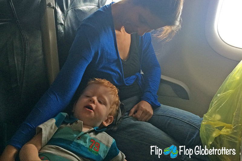 FlipFlopGlobetrotters.com - Blog: tips for flying with infants and toddlers - sleeping on a plane