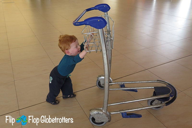 FlipFlopGlobetrotters.com - Blog: tips for flying with infants and toddlers - keeping busy at the airport
