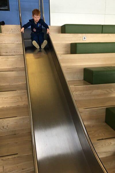 FlipFlopGlobetrotters.com - Blog: City trip Milan - slide at the Schiphol airport M gates