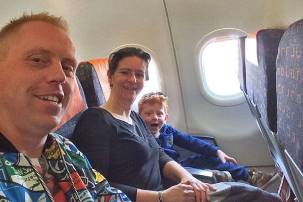 FlipFlopGlobetrotters.com - Blog: City trip Milan - selfie on the plane