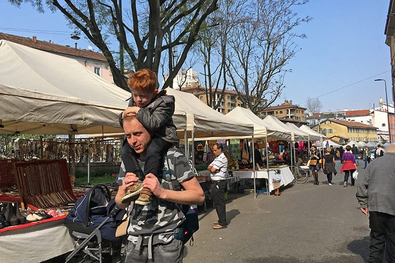FlipFlopGlobetrotters.com - Blog: 6 top things to do in Milan Italy with kids - on daddy's shoulders