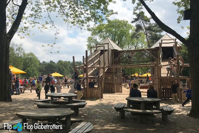 FlipFlopGlobetrotters - Beekse Bergen playground Kongo restaurant