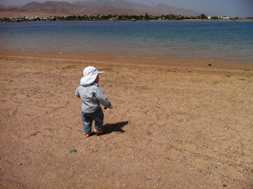 FlipFlopGlobetrotters.com - Back in Dahab - toddler on the beach