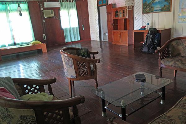 FlipFlopGlobetrotters.com - Review Sendowan Baru - sitting room
