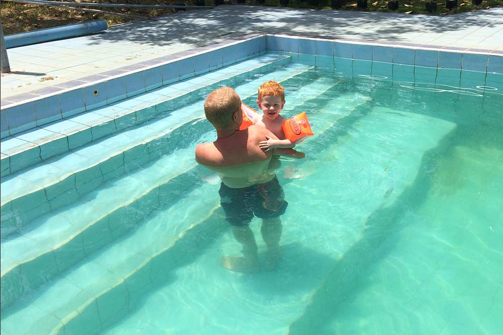 FlipFlopGlobetrotters.com - Review Sendowan Baru - pool