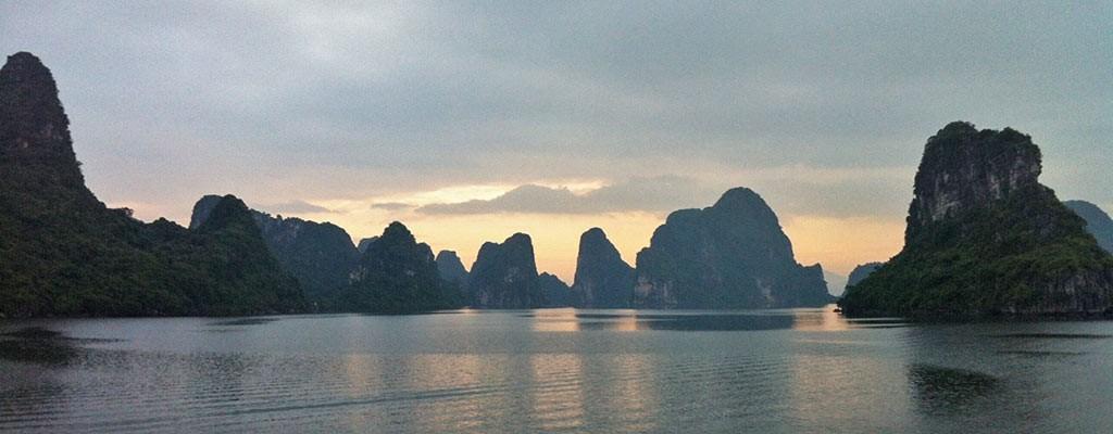 FlipFlopGlobetrotters.com - Halong Bay experience Vietnam Golden Cruise
