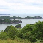 Discovering Cat Ba Island by scooter