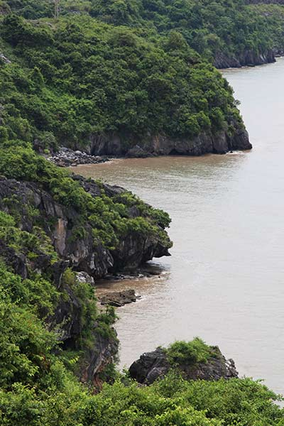 FlipFlopGlobetrotters.com - Cat Ba Island - This rugged coast line looks like it came right out of a movie scene