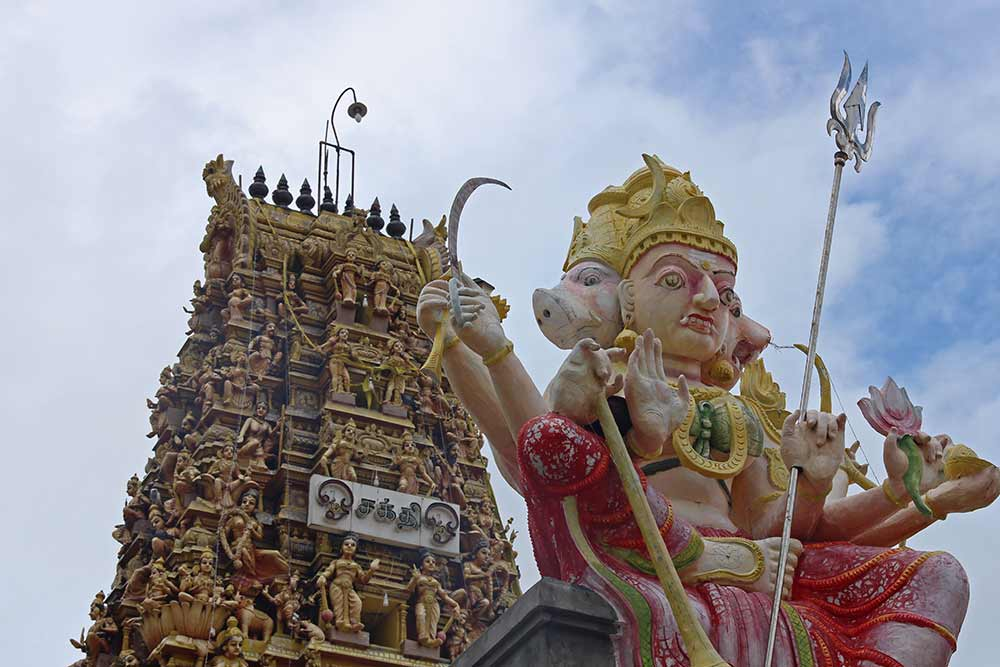 On our scooter ride around Jaffna we also found this beautiful Hindu temple. They really are very colourful and impressive