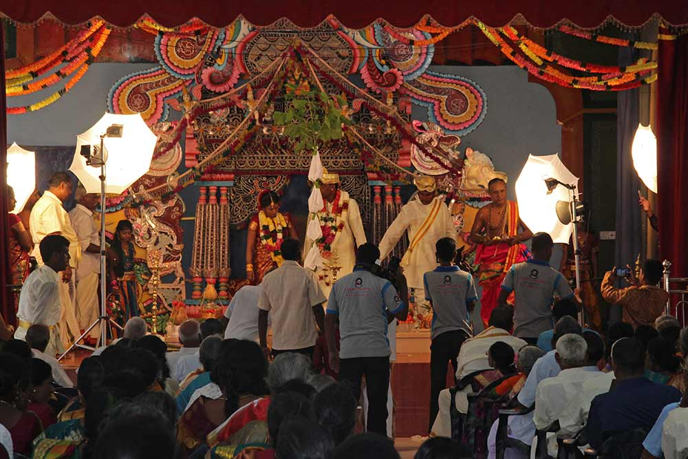 When we visited Nallur Kandaswamy Kovil, the big Hindu temple in Jaffna, we heard music. When we went to check it out, it turned out there was a Hindu wedding in a smaller venue nearby.