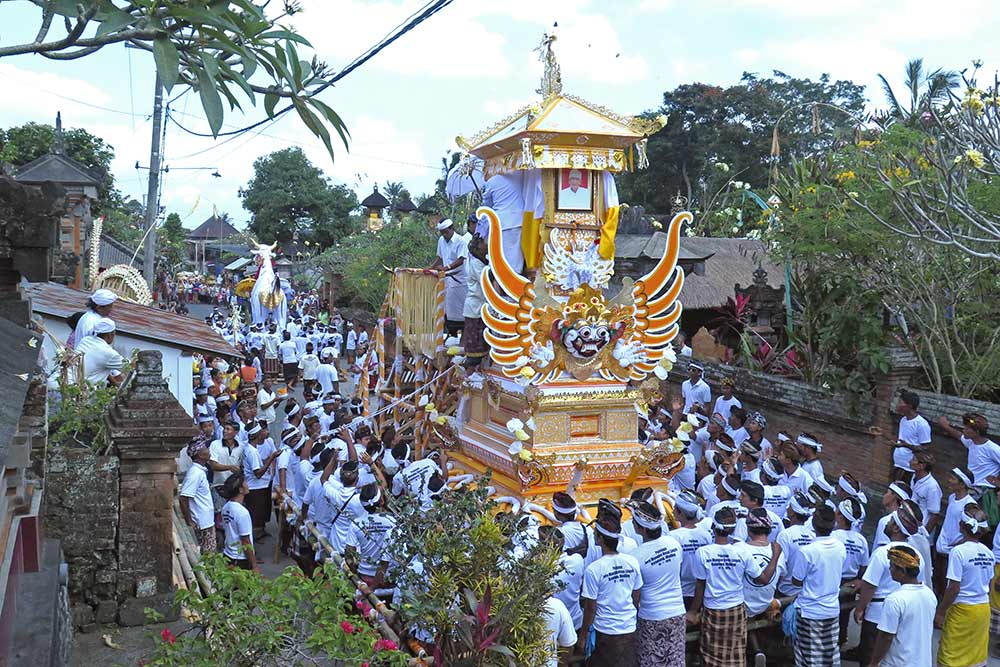 It was amazing to be present at this huge cremation ceremony for the village priest in a small town near Ubud