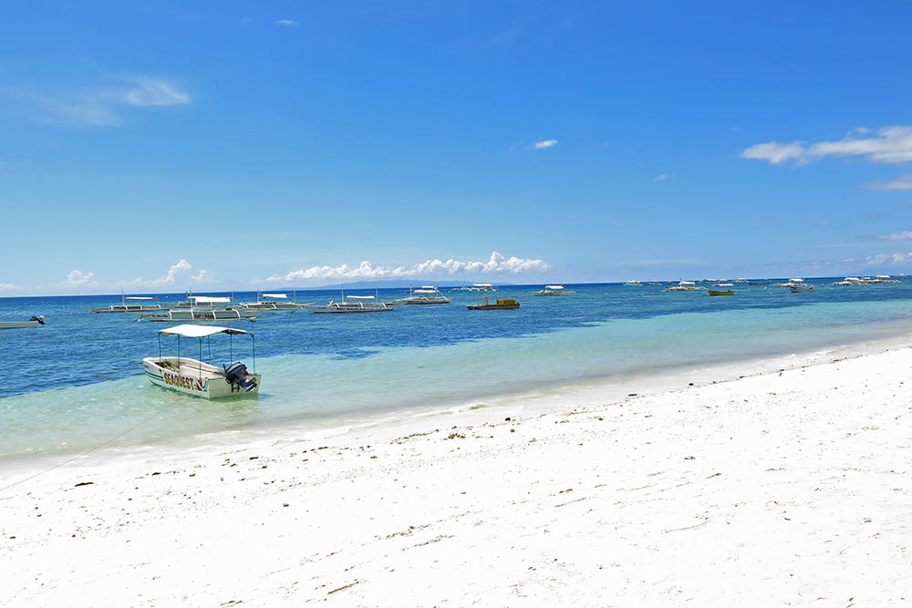 FlipFlopGlobetrotters.com - Philippines with a toddler - Alona Beach on Panglao, a small island next to Bohol
