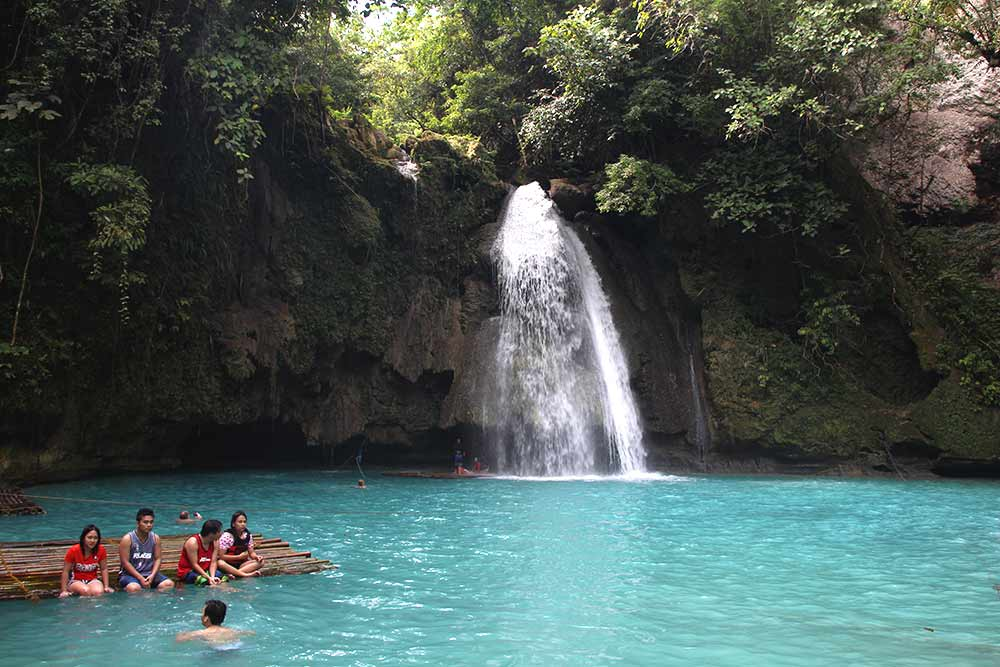 FlipFlopGlobetrotters.com - Philippines with a toddler - Kawasan waterfall on Cebu island. A bit crowded, but beautiful turquoise water!