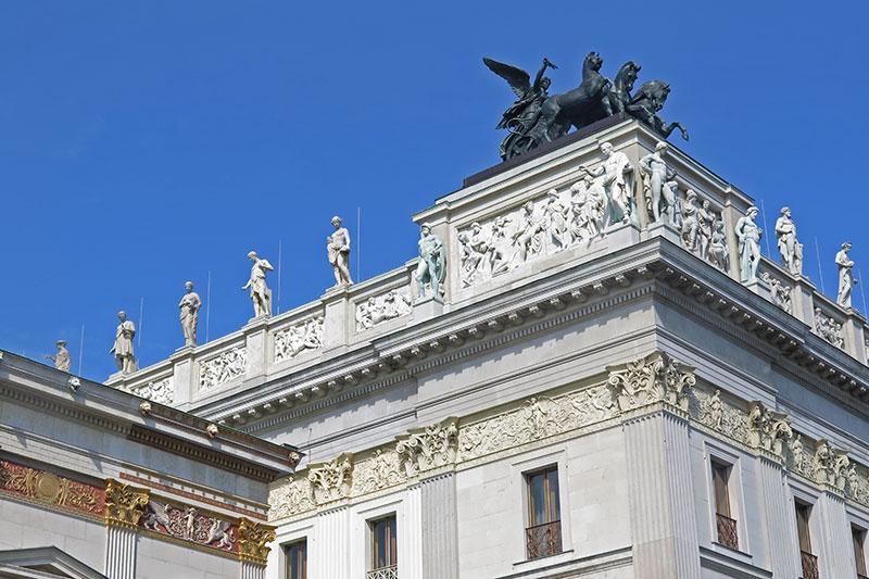 FlipFlopGlobetrotters - visiting Vienna - Vienna Parliament building detail