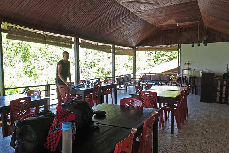 FlipFlopGlobetrotters - Review Happy Gecko Dive Resort restaurant area