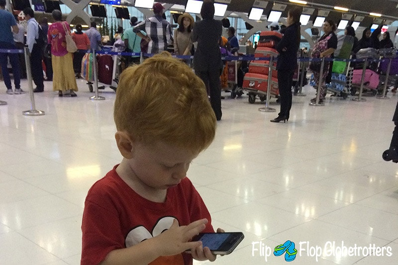 FlipFlopGlobetrotters.com - Blog: tips for flying with infants and toddlers - keep them busy while you're waiting in line