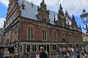 FlipFlopGlobetrotters.com - blog: day trip to Haarlem Netherlands with kids - Grote Markt Haarlem