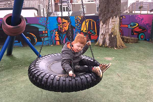 FlipFlopGlobetrotters.com - blog: day trip to Haarlem Netherlands with kids - swing at Paradijsje playground