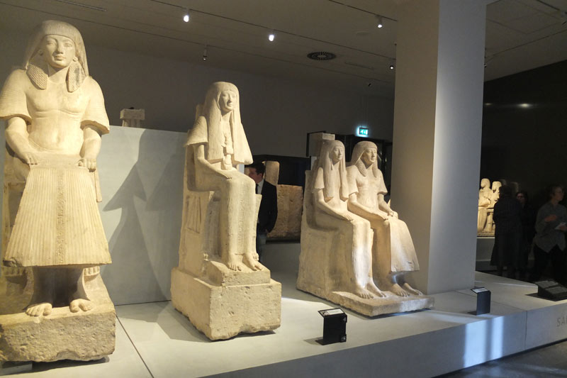 FlipFlopGlobetrotters.com - Things to do in Leiden with kids - Museum of Antiquities - statues