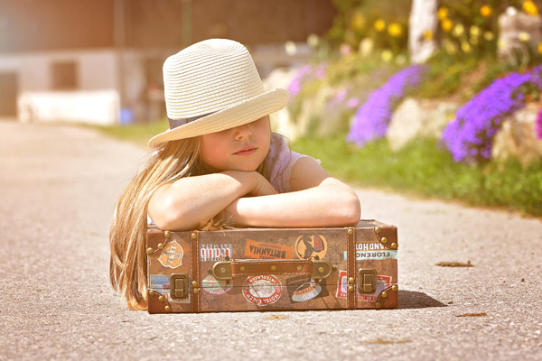 FlipFlopGlobetrotters.com - Worldschooling: how to make the world your classroom - girl with suitcase