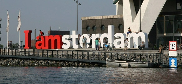 FlipFlopGlobetrotters.com - Amsterdam with kids - i Amsterdam sign